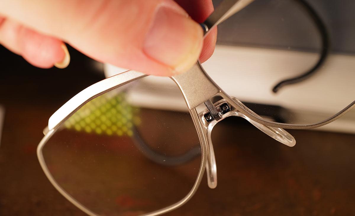 Dynamik-Brille mit herausgezogenem Steg